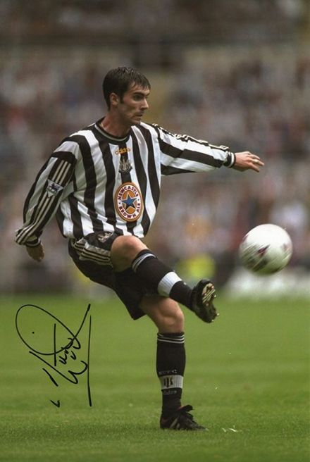 Keith Gillespie, Newcastle Utd & Northern Ireland, signed 12x8 inch photo.